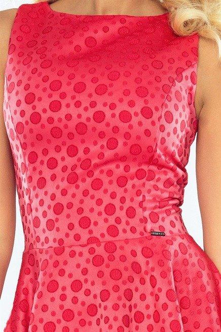 Kali Wyjątkowa sukienka z dłuższym tyłem - żakard kółeczka malinowa