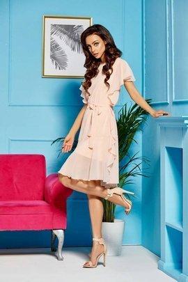 Sukienka z szyfonem i falbankami łosoś