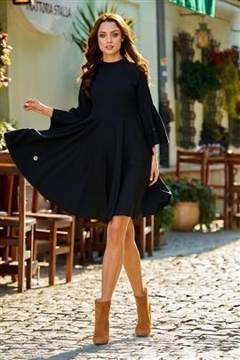 Zjawiskowa sukienka z rozszerzanymi rękawami czarny HAVEN